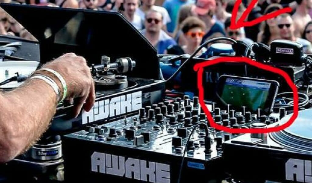 Sven Väth caught watching football on his phone during festival setScreen Shot 2016 06 29 At 1.42.24 PM Zpsgn7ath9r