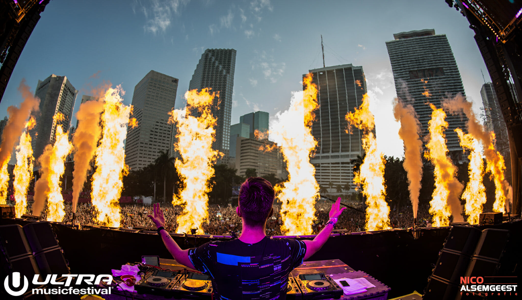 Stream full sets from the first day of Ultra Music FestivalNRULTRA CLEAN