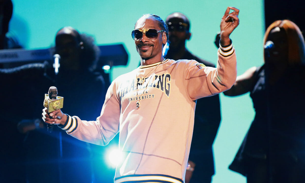 Snoop Dogg goes 'From Crook to Cook' in new cookbookSnoop Dogg Cookbook