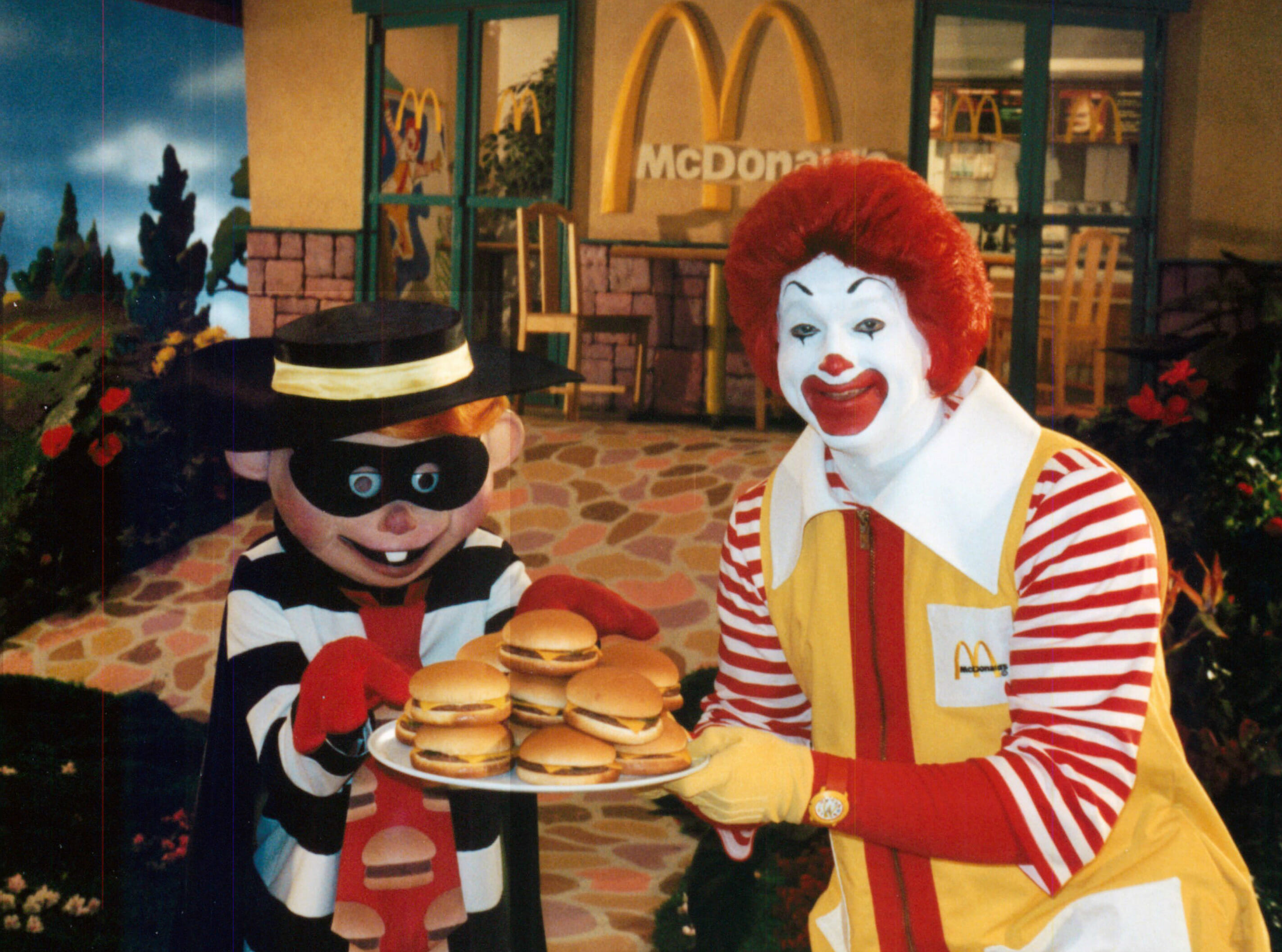 Ronald McDonald and Hamburglar to play extended B2B at EDC's Neon GardenHamburgar Ronald Mcdonald