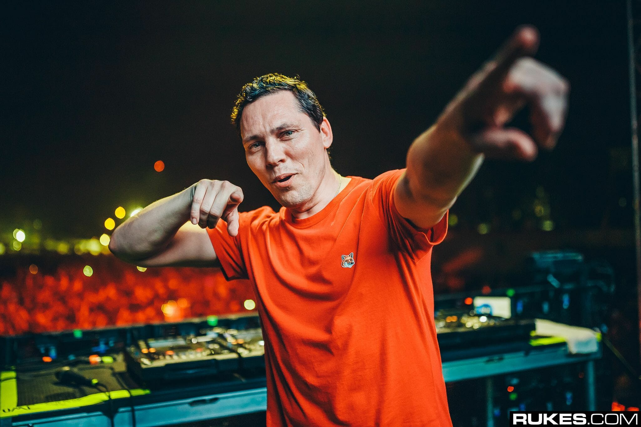 Tiësto and Vintage Culture convene for 'Coffee (Give Me Something)'5BE235EB EE83 4804 8D7B A92B093C9660