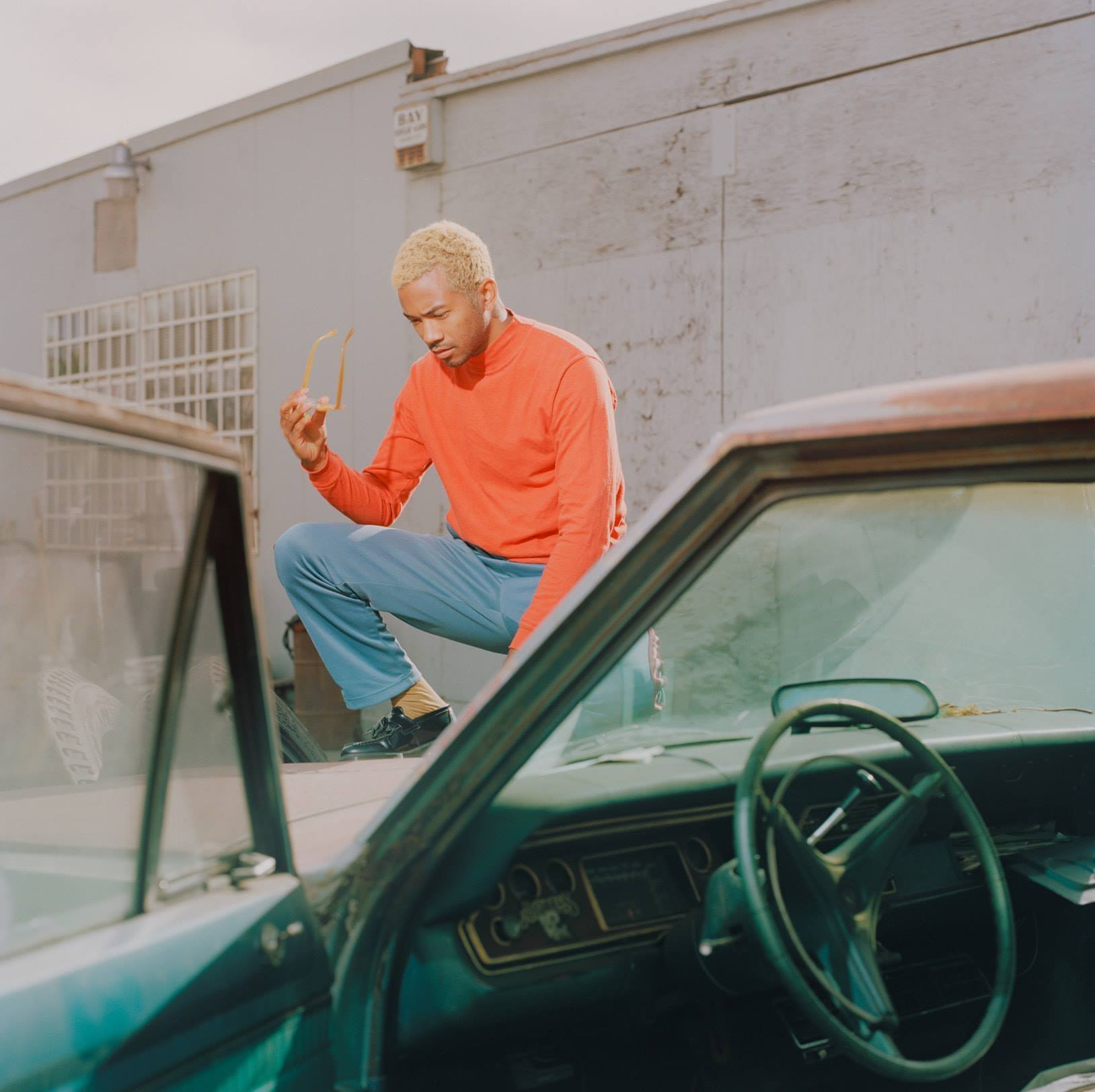 Toro y Moi dons Les Sins alias for collaborative EP with AceMo, 'C'mon Les' Go'44536606 10157216654472502 3218207445725741056 O